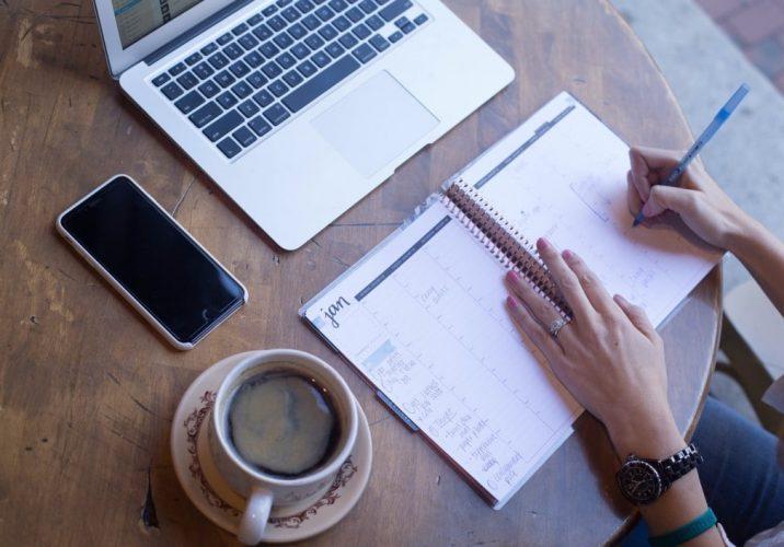 coffee-planning-calendar-calendar-desk-top-view-workspace-planner-flatlay-flat-lay-work-space_t20_Op71Vy